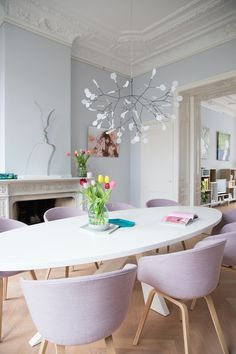 16 Trendy Interior Design Color Ideas www. Interior Pastel, Decoracion Vintage Chic, Esstisch Design, Sweet Home, Dining Table Design, Dining Tables, Oval Table, Dining Area, Dining Room Inspiration