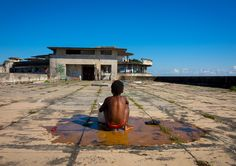 Five-star poverty: the Beira Grande Hotel, Mozambique von Eric Lafforgue