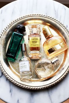 Winter Beauty Tips Tip Smell good! I love perfume but am always bothered by an overbearing scent. Make sure you're spraying properly! Perfume should be sprayed just enough so people who are close. Perfume Display, Perfume Tray, Perfume Bottles, Chic Perfume, Perfume Fragrance, Diy Makeup Vanity, Beauty Vanity, Lip Makeup, Perfume Collection