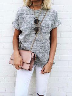 Spring outfit. Look to copy. White trousers and grey tee. Inspiration.