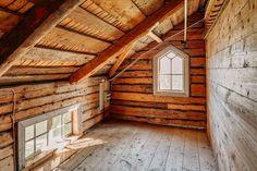 Sekelskifteshus med fina detaljer till salu Home Id, My Dream, Cottage, Cabin, House Styles, Dreams, Home Decor, Decoration Home, Room Decor