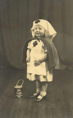 vintage everyday: 18 Lovely Vintage Photos of Children as Nurses Vintage Photographs, Vintage Photos, Boutiques, Vintage Children Photos, Children Pictures, Vintage Kids, Vintage Illustration, Nursing Profession, Vintage Nurse