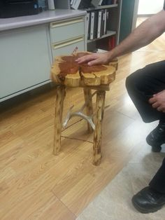 Cedar disc end table with barbed wire and antler support. Awesome! Down Home Rustique