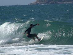 4 de maio! Galera quebrando na Praia Mole, Florianópolis /SC #floripa #surf  #mole #waves  #ondas #florianopolis