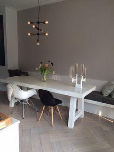 maatwerk eethoek, bestaande uit wandbank en eettafel. Ontwerp en uitvoering door www.steigerhouten.nl/www.meubelenmaatwerk.nl