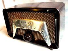 ADMIRAL Bakelite DECO radio original 6 TUBE m-6C22AN Nice looker & player!