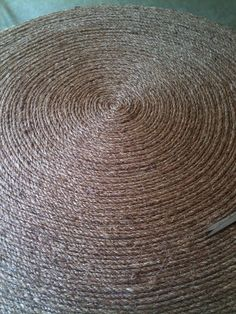 How to make a rope rug.  Totally doing this for the kitchen & maybe the bedroom....Les Fleurs: how to make a round rug...