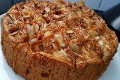 Eerlijk zeggen, ziet deze appel carameltaart er lekker uit of wat?? Het is eigenlijk heel simpel hoor ssssst. Een appelcake die is afgewerkt met caramel. Maar lekker is hij zeker!! Cookie Cake Pie, Cupcake Cookies, Sweet Pie, Pastry Cake, Food Cakes, Caramel Apples, Apple Caramel, Cakes And More, Sweet Recipes