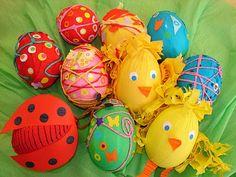 Zdobení vajec, barevný papír, krepový papír, bavlnky a barvy na vejce