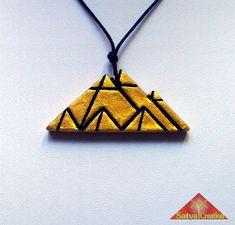 Pendentif pyramide argile or et noir Égypte Ancienne