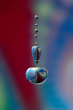 Liquid Sculpture - art photography of drops and splashes, (c) 2011 Martin Waugh