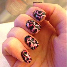 Make circles with a straw #nails