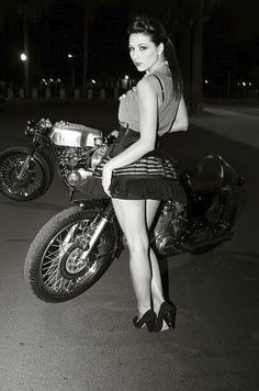 Biz could totally pull off this cafe racer chick look ; Biker Chick, Biker Girl, Honda, Pin Up, Cafe Racer Girl, Cafe Racing, Cafe Bike, Old Motorcycles, Motorcycle Girls