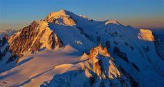 https://flic.kr/p/U1gPzz | photo  de montagne en format panoramique  / le massif du mont-blanc vu du ciel | Lever de soleil sur le Mont-Blanc et l'Aiguille du Midi   Pour info une série de photos prise d'un ulm entre 3500 et 5200m d'altitude le 23/04/2017   www.flickriver.com/photos/boillon_christophe/ PS Mes photos ne sont pas libres de droits . Pour toute utilisation me contacter par mail n° siret 522 963 438 00018 - code ape : 9003A toute reproduction interdite sans mon accord articles…
