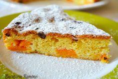 Încă mai putem profita de prezența minunatelor caise pentru a pregăti o deosebită prăjitură cu fulgi de ciocolată.  Mai jos găsiți linkul spre una dintre cele mai simple prăjituri cu fructe. Iată rețeta: http://bucatariaramonei.com/recipe-items/prajitura-cu-caise-si-bucati-de-ciocolata/