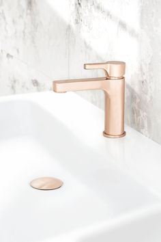 Rogerseller has released a new range of bathroom hardware in three metallic finishes in the Natural Elements Collection. Gold Taps, Gold Faucet, Copper Bathroom, Bathroom Hardware, Bathroom Inspo, Bathroom Styling, Bathroom Fixtures, Bathroom Inspiration, Small Bathroom