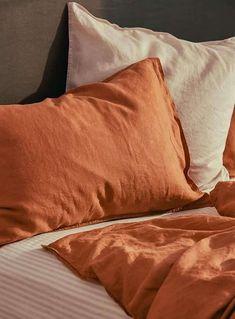 15 negozi di arredamento per la casa che sono ottime alternative IKEA Zara Home Bedroom, Linen Bedroom, Bedroom Decor, Bedroom Ideas, Zara Home Collection, French Country Cottage, Style Retro, Cozy Room, Houses