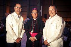 Paul Beswick Monseñor Nicanor Peña y Frank Rainieri