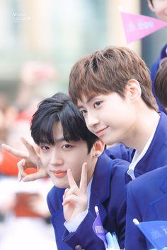 Lee Dong Wook, Survival, Blue Carpet, Produce 101, Kpop, Best Memories, Beautiful Boys, Chanyeol, Boy Groups