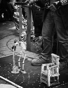 Concecpción, Chile, 2012. #artista #calle #callejero #chile #concepcion #esqueleto #halloween #street #photography #black #white #creative #commons #share #puppet #performer #blanco #negro #travel Halloween, Public, Explore, Concert, Chile, Artists, Black White, Pictures, Concerts