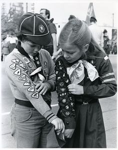 Brownie Guide and Cub Scout compare badges (circa by Girl Guides of Canada -Guides du Canada. Brownies Girl Guides, Brownie Guides, Boy Scouts, Guides Uniform, Guide Badges, Scout Uniform, Scout Leader, Vintage Boys, Thinking Day