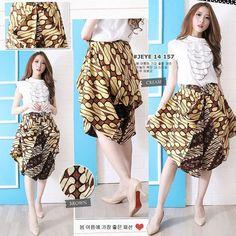 Kulot Batik, Batik Dress, Cullotes Pants, Girl Outfits, Fashion Outfits, Womens Fashion, Model Rok, Model Kebaya, Kebaya Dress