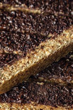 Zdrowe batony bananowo-orzechowe (4 składniki) - Wilkuchnia Banana Bread, Desserts, Food, Tailgate Desserts, Deserts, Essen, Postres, Meals, Dessert