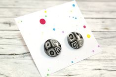 Little stud earrings, made of polymer clay with resin on the top. It is very light and not fragile. Black Stud Earrings, Black Pattern, Polymer Clay, Etsy Seller, Resin, Creative, Top, Crop Shirt, Shirts