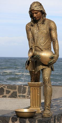 Peurto de la Cruz living statue | Flickr - Photo Sharing! Bronze Sculpture, Sculpture Art, Sculptures, Living Statue, Beautiful Artwork, Body Painting, Sculpting, Street Art, Monuments