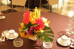 Hawaii, Tropical, Table Decorations, Flowers, Wedding, Home Decor, Valentines Day Weddings, Decoration Home, Room Decor