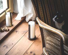 minimalistisch-klare Kerzenhalter individuelle Unikate aus kühl-zurückhaltendem Baustahl markantes und doch elegantes Design, das sich in jedes Interior integriert puristisch klare Linien und einzigartige Textur Maße: ca. 22 cm hoch x 10 cm breit Materialstärke: 1 cm Gewicht: ca. 1 kg Der Kerzenhalter ist ganz nach Ihren Vorgaben entweder mit mattem Klarlack versiegelt - seidig glänzend in Ihrer Wunschlackierung gestrichen, z. B. in gold - siehe Abbildung oder lediglich geölt