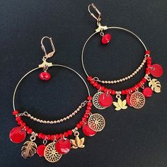 Boucles d'oreilles créoles rose gold et rouge – La Perlerie Diy Jewelry, Jewelery, Jewelry Design, Jewelry Making, Seed Bead Earrings, Beaded Earrings, Rose Gold Charms, Swarovski, Bijoux Diy