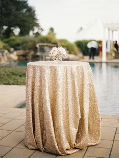 Gold sequin tablecloth: http://www.stylemepretty.com/maryland-weddings/2014/12/08/eastern-shore-estate-wedding/ | Photography: Krista A Jones - http://kristaajones.com/