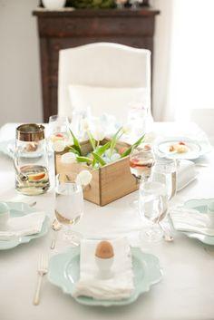 A beautiful Easter brunch put together with ease. Entertaining expert Julie Blanner shares her tips & recipes for an effortless brunch.