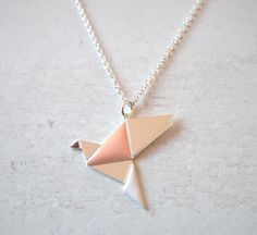 collier oiseau petit origami argenté rose de Shlomit Ofir