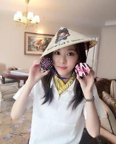 호텔도착!!! Thanks for my super cutie new hat and the gifts!!! Happy Dara 😆 Let's have fun tomorrow Blackjack Vietnam!!! Rain rain go away~ come again another day! 😭💦☔️ #SandaraXPenshoppeVN #hochiminhcity #vietnam