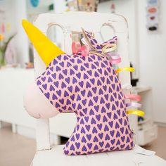 Kissen Einhorn zum Kuscheln und Spielen - DIE BUNTIQUE Backrest Pillow, Pink, Pillows, Unicorn Pillow, Unicorn Crafts, Hug, Playing Games, Cuddling, Threading