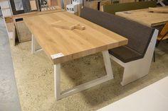 Eikenhout eettafel op maat gemaakt. De tafelpoten kunnen wij aflakken in elke kleur.