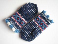Latvian test mittens, Jan 2010   by yarn jungle