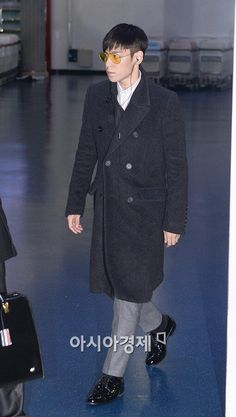 Top's airport fashion