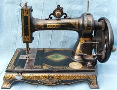 Thomas Howard White started producing chain stitch machines in 1858 in Templeton, Massachusetts. In 1866 he established a factory at Canal Street, Cleveland, Ohio and was trading as the White Manufacturing Company making New England type machines Sewing Machine History, Sewing Machines Best, White Sewing Machine, Sewing Machine Repair, Antique Sewing Machines, Machine Tools, Sewing Table, Sewing Box, Sewing Machine Accessories