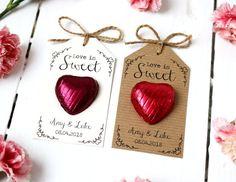 Love is Sweet Chocolate Heart Wedding Favour hochzeit ideen Sweet Wedding Favors, Creative Wedding Favors, Inexpensive Wedding Favors, Candle Wedding Favors, Wedding Favor Bags, Wedding Wishes, Wedding Gifts, Chocolate Wedding Favors, Wedding Bubbles