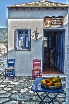 Kafeneio in Skopelos island Greece Art & Architecture Santorini, Mykonos, Paros, Skiathos, Skopelos Greece, Crete Greece, Albania, Beautiful Islands, Beautiful Places