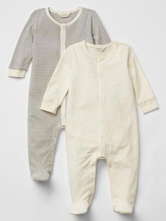Kid and newborn outfits, inclusive of event evening wear, sleepsuits, vests and backyard clothing. Vest Outfits, Newborn Outfits, Baby Boy Outfits, Kids Outfits, Girls Christmas Outfits, Baby Girl Christmas, Baby Hospital Outfit, Cute Baby Clothes, Clothes For Women