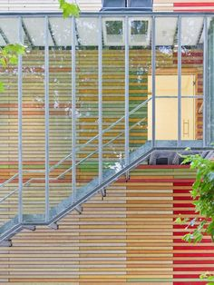 (Foto: Franco di Capua) Renzo Piano, Wood Facade, Wood Architecture, Windows And Doors, Blinds, Stairs, Outdoor Structures, Modern, House