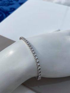 Bracelet tennis avec diamants Bracelet Tennis, Cuff Bracelets, Jewelry, White Gold, Lobster Clasp, Jewlery, Jewerly, Schmuck, Jewels