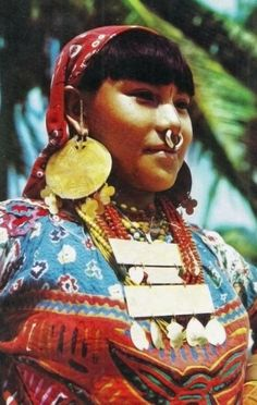 """Panama Typical indian woman from the picturesque Islands of SAN BLAS , in her color ful dress and adpornments """" We Are The World, People Around The World, Central America, South America, Kuna Yala, Indigenous Tribes, Indian Girls, World Cultures, Traditional Dresses"""