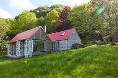Sustainable cottage with GreenCoat® steel nominated for RIBA House of the Year 2017 award for architecture - SSAB Cottage Style House Plans, Rural House, Cottage Plan, Cottage Ideas, Cottage House, Farm House, Grand Designs Uk, Grand Designs Houses, House Designs Ireland