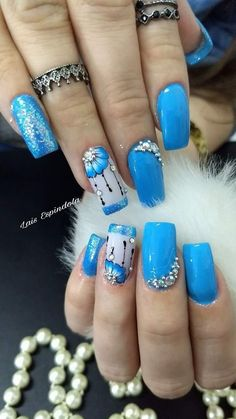 This manicure is so groovy Nail Tip Designs, Nail Art Designs Videos, Nails Design, Blue Nails With Design, Fancy Nails, Trendy Nails, Cute Nails, Yellow Nails, Yellow Glitter