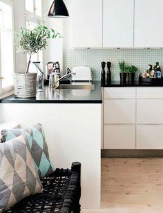 cuisine blanc laqué plan de travail noir